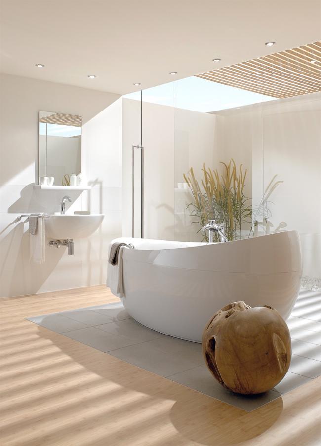 Стильный вариант освещения прямоугольной ванной - одинарные точечные встроенные светильники по периметру комнаты