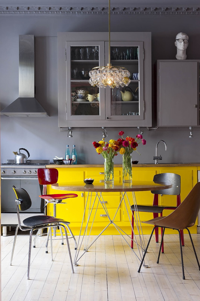 Желтая мебель превосходно освежает общую обстановку