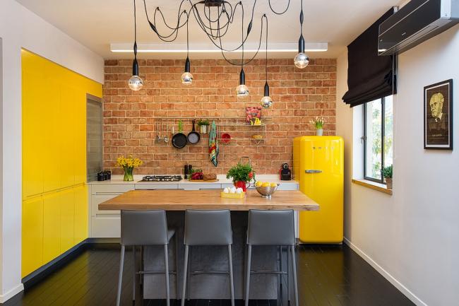 Стилистика лофт и кислотные цвета - хорошее сочетание в современном дизайне