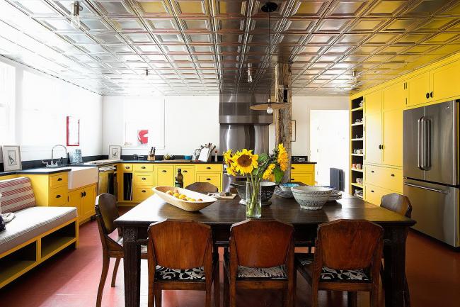 Роскошная желтая кухня