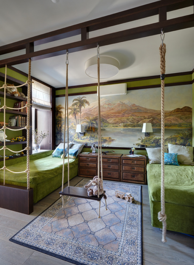 Красивый интерьер комнаты любителей путешествий