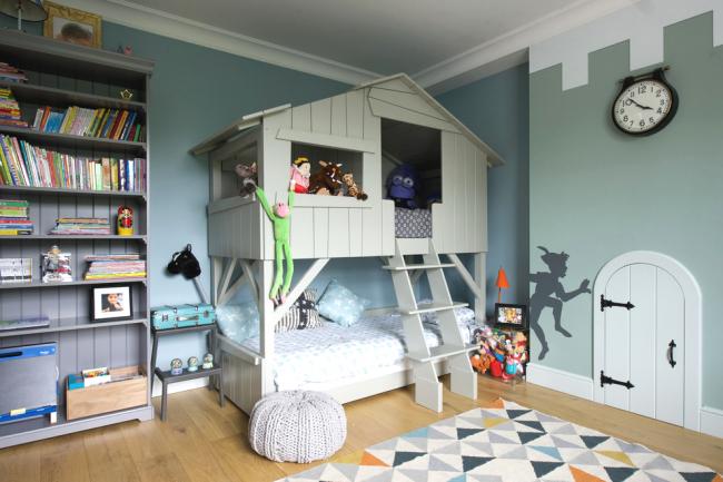 Двухъярусная кровать в виде сказочного домика