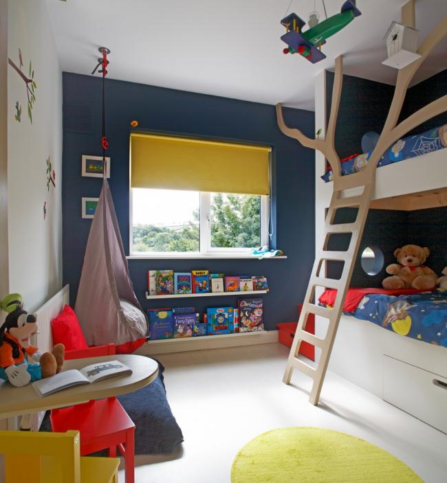 Линолеум благодаря практичности, шумоизоляции и наличию утеплителя отлично подойдет для детской комнаты