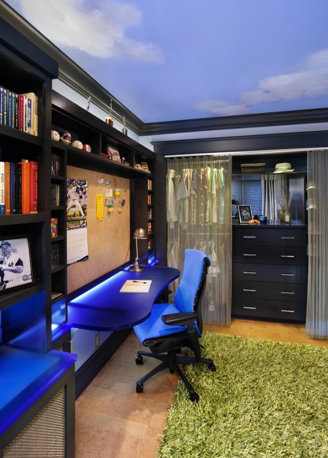 Письменный стол с неоновой подсветкой вызовет у ребенка кучу восторга