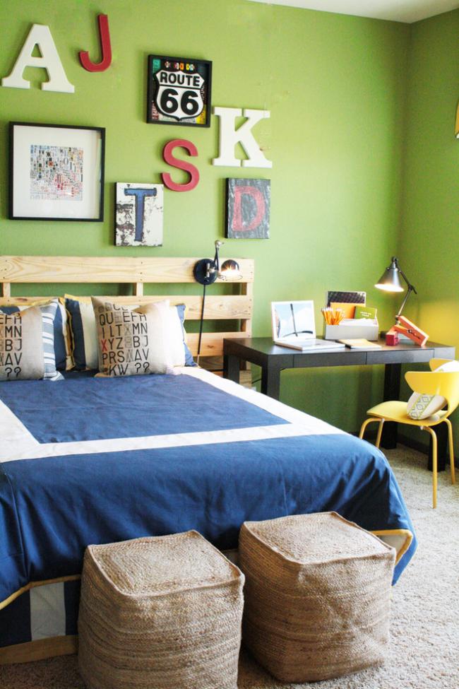 Яркие цвета в спальне мальчика тоже будут кстати. Если говорить о зеленом, то ключевую роль для настроения хозяина комнаты будет играть теплота цвета