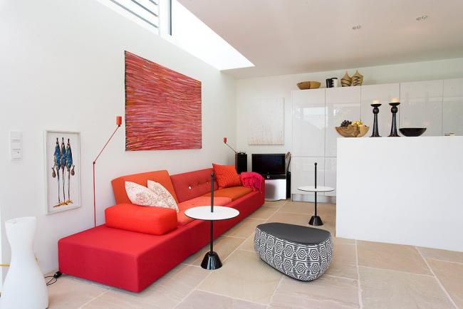Стиль модерн с акцентным мебельным гарнитуром