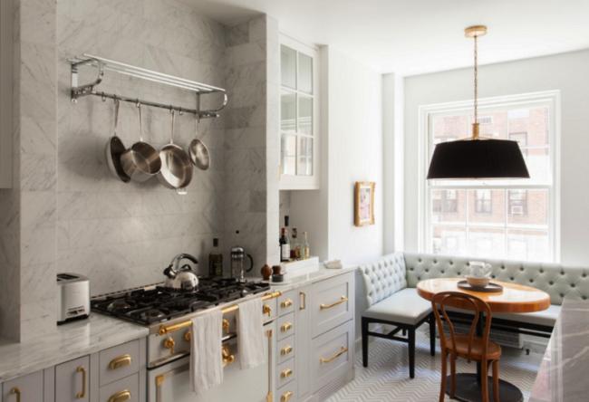 Практичная и стильная обивка для кухонной лавки