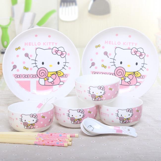 Пластиковая детская посуда с тематикой Hello Kitty