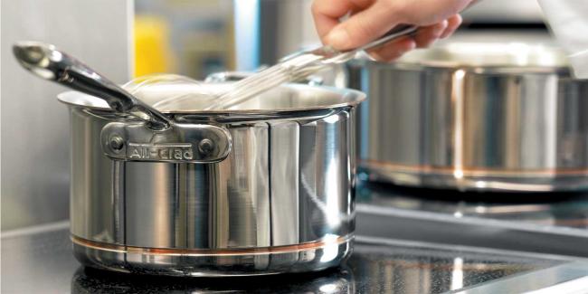 В последнее время посуда из нержавеющей стали получила большую популярность