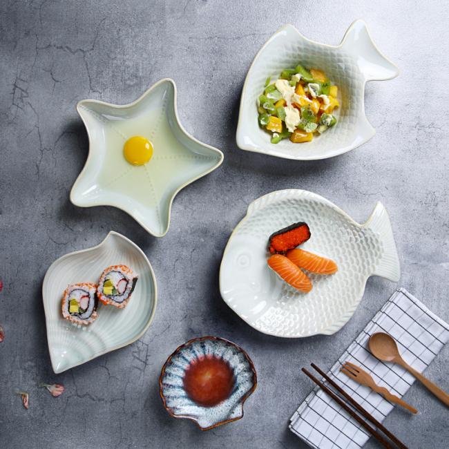 Кухонная посуда различной формы поможет разнообразить сервировку стола, а также сделать процесс приготовления пищи приятнее