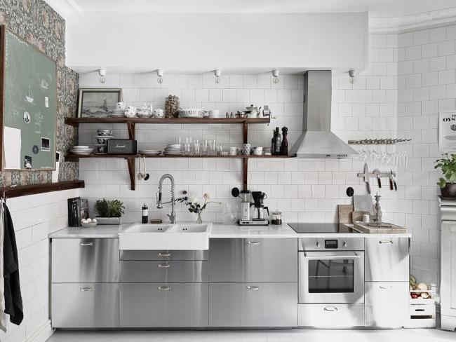 Современная кухня в стальном цвете