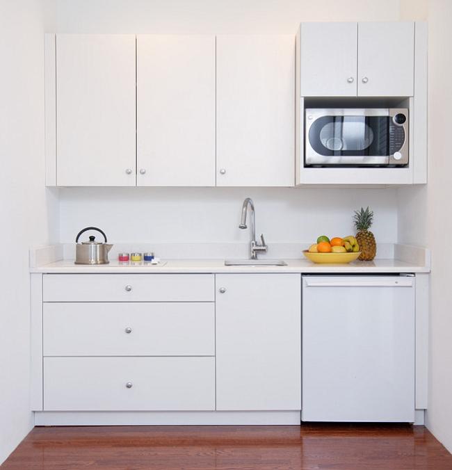 Накладной тип мойки –самый популярный вариант для маленькой кухни
