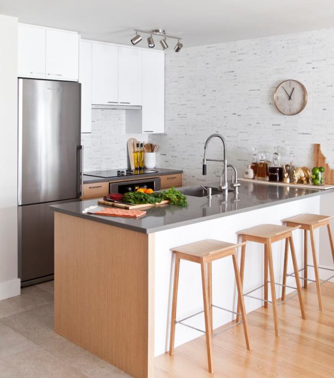 Зона кухни с интерьером, оформленным в стиле модерн