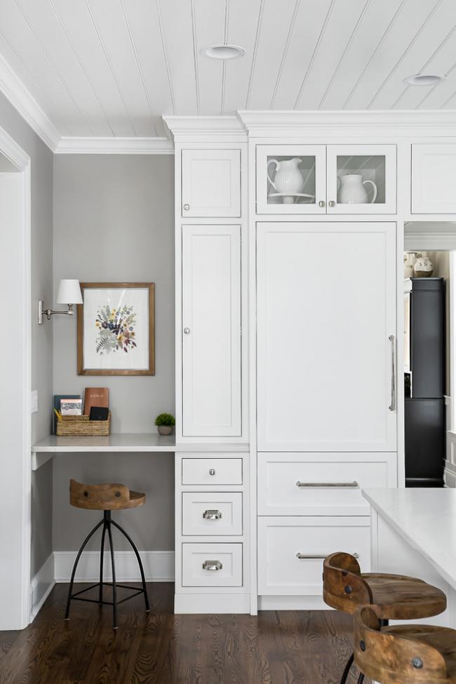 Вагонка благодаря своим качествам - отличный вариант для отделки кухонного потолка