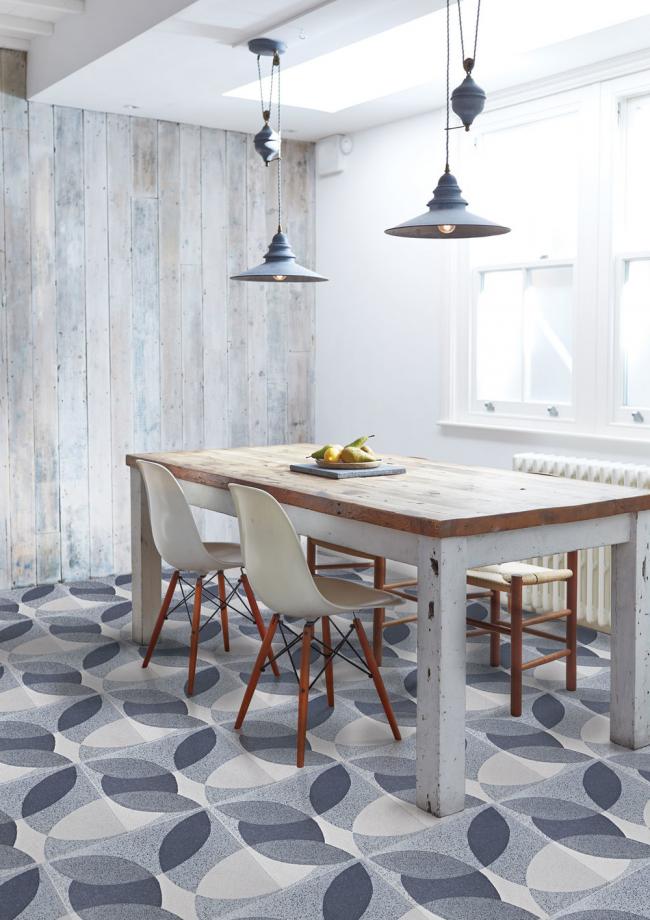 Необычный орнамент плитки будет радовать своей красотой хозяйку этой кухни