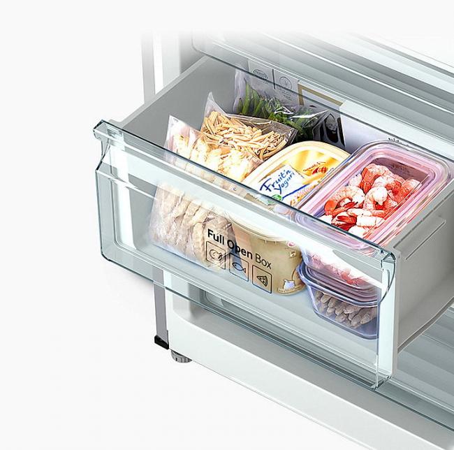 Холодильник оснащен удобными ящиками в морозильной камере