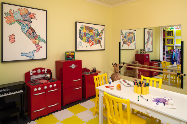Плитки ЭВА-пола, повторяющие яркую цветовую гамму оформления детской