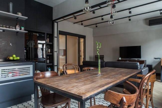 Для зонирования квартиры можно использовать тумбы, стеллажи, полки, а также диваны