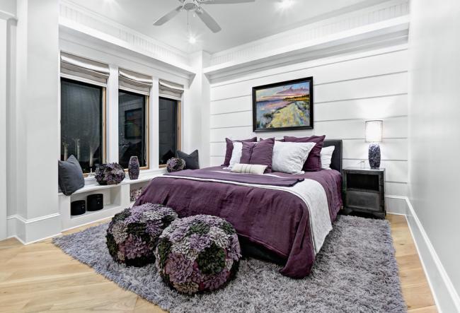 Немного виноградного оттенка в спокойной нейтральной спальне