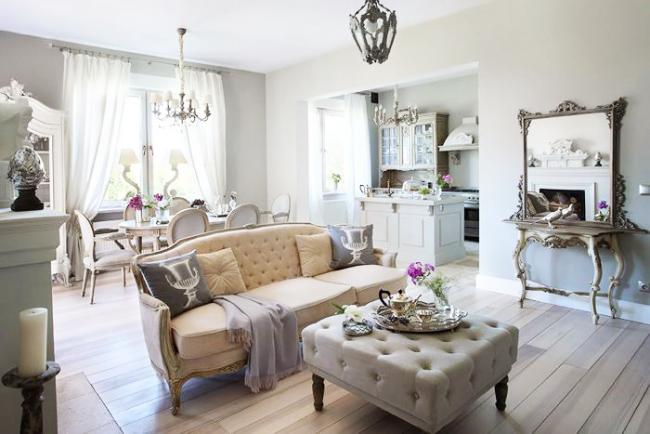 Стильный и полный образ провансовой комнаты приема гостей
