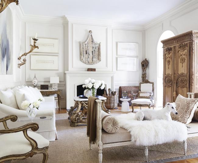 Мебель прованской гостиной - белоснежные диваны и кресла