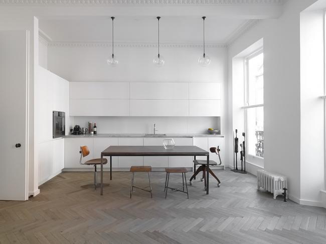 Светлая и просторная скандинавская кухня
