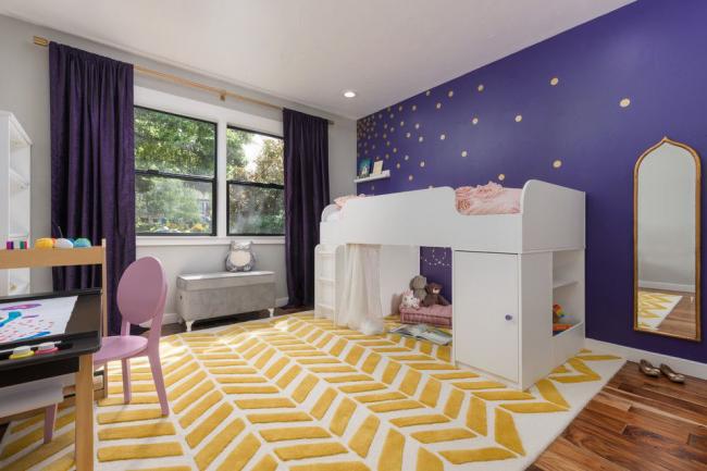 Оригинальное сочетание с фиолетовым в детской комнате