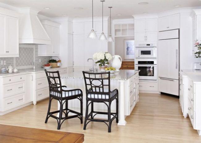 Угловые конструкции отлично подойдет не только для городской квартиры, но и для загородного дома
