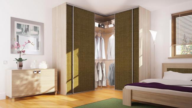 Интересный вариант с раздвижными дверями и тканевыми фасадами