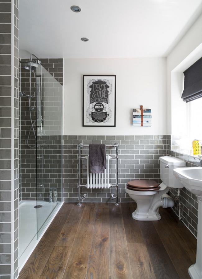 Деревянный пол в ванной комнате - красивый, но не очень практичный вариант