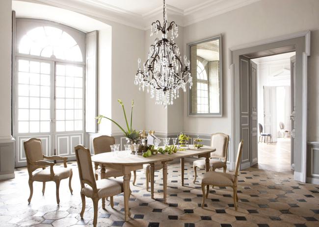 Подвесная люстра из драгоценного камня подчеркнет классический стиль помещения