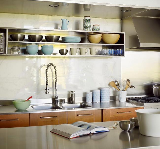 Мойка для кухни из нержавеющей стали легко моется и дезинфицируется