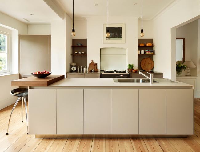 Сварная мойка, встроенная в кухонный остров
