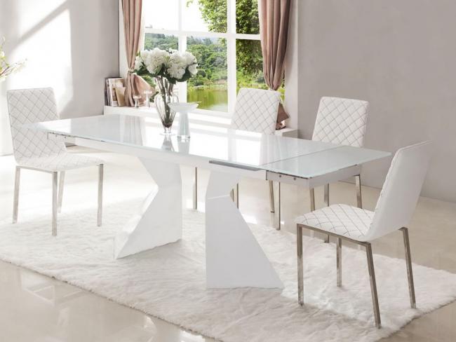 Романтический прованс дополнит стол из белого матового стекла