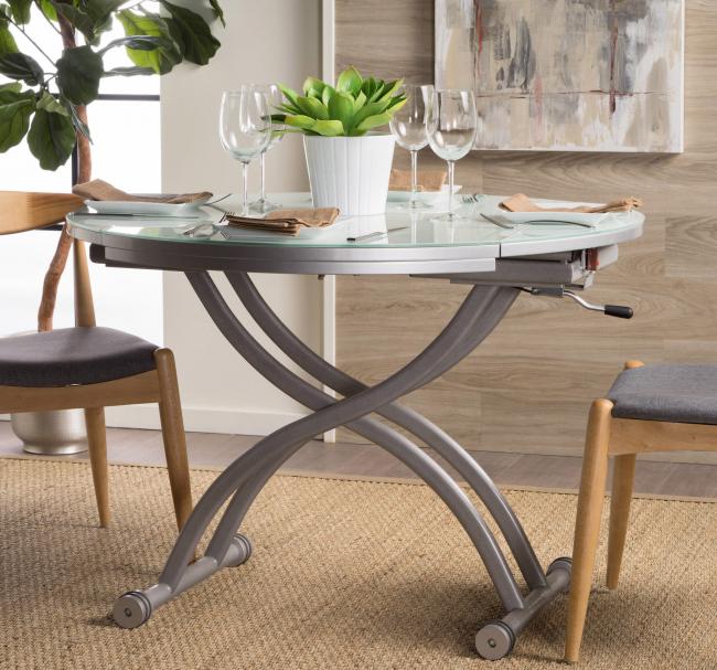 Стол, который опускается по высоте и раздвигается в ширь, можно использовать в любом помещении