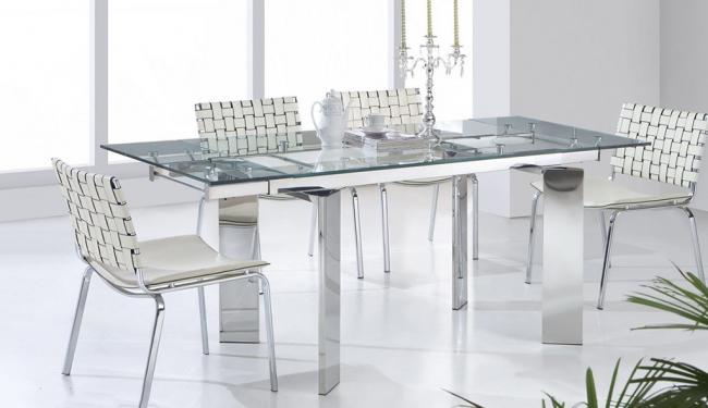 Выбирая обеденный стол с раздвижным механизмом необходимо учитывать размер кухни