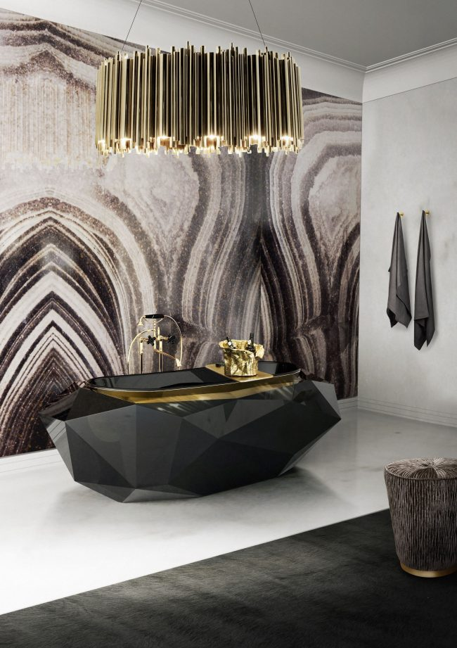 Роскошная ванная комната с оригинальной черной ванной в стиле арт-деко