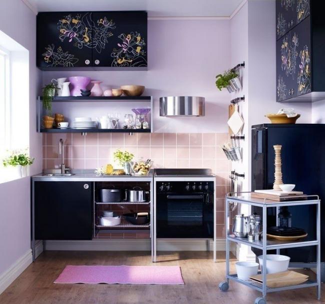 Присутствие фиолетового цвета в интерьере способно стимулировать на новые творческие идеи и начинания