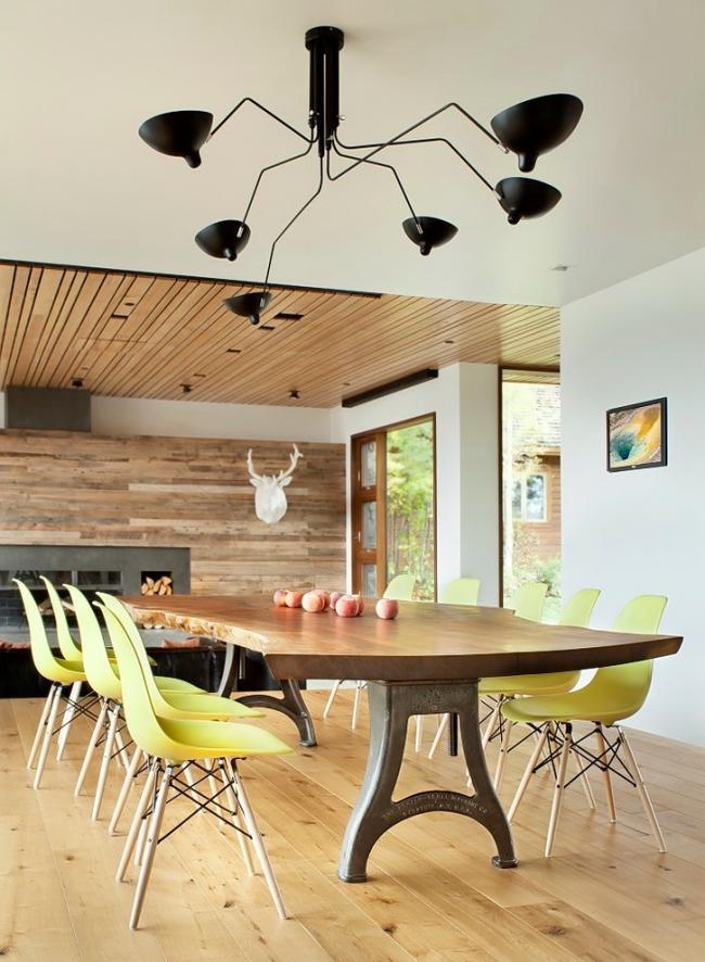 Большой обеденный кованый стол с деревянной столешницей