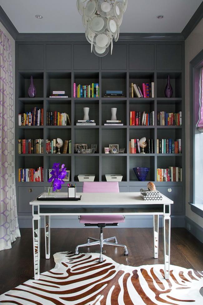 Стильное кресло пастельного оттенка