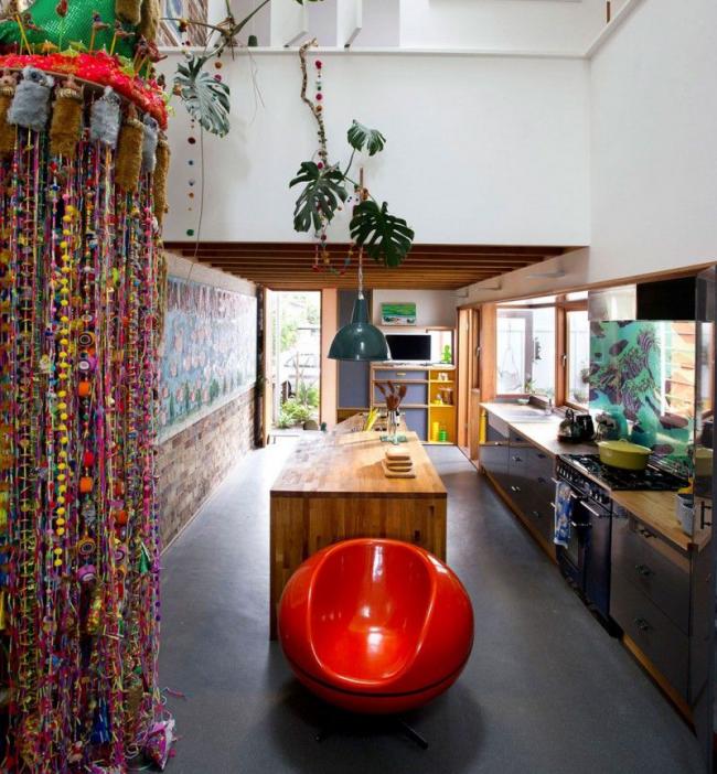 Да восторжествует цвет! Яркие детали будут выигрышными в интерьере кухни