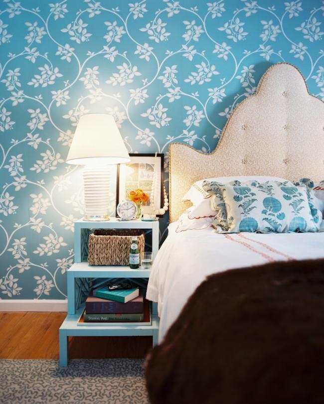Мягкое изголовье кровати можно приобрести в магазине отдельно или изготовить своими руками