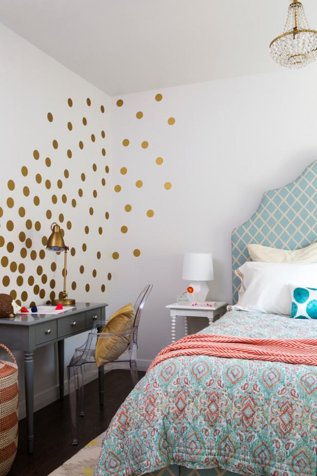 Шикарный интерьер компактной спальни с дизайном в стиле фьюжн