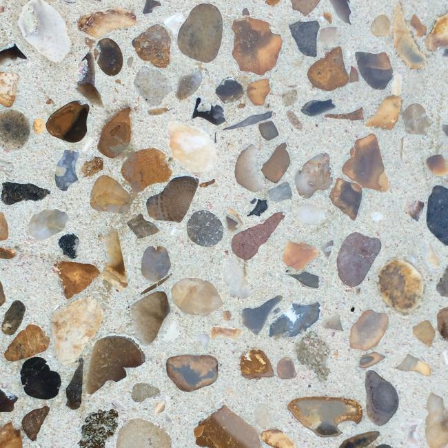 Вкрапления декоративных камней