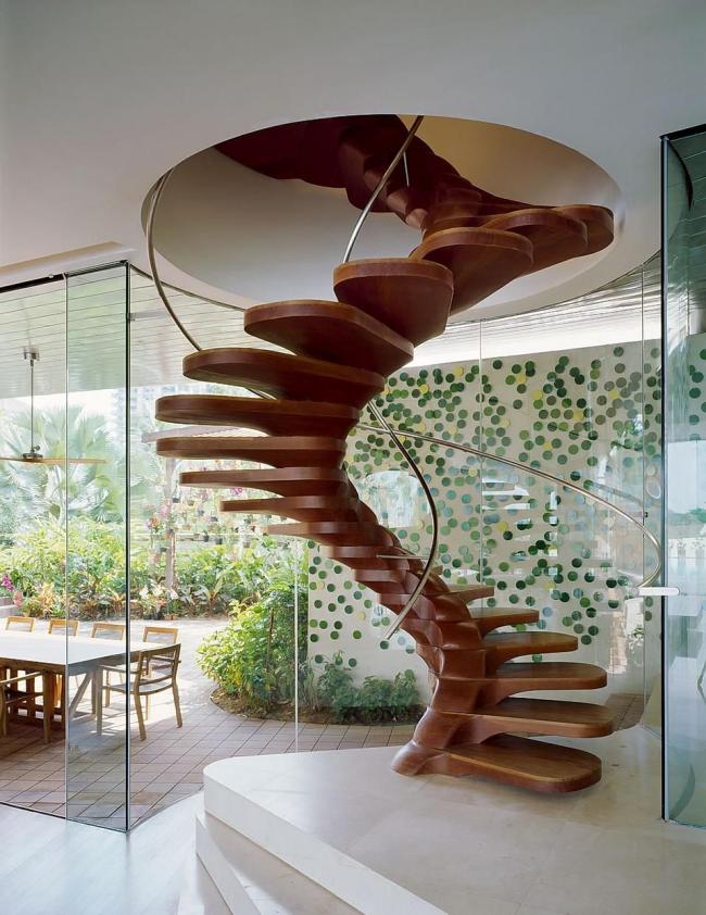 Невероятный дизайн винтовой деревянной лестницы