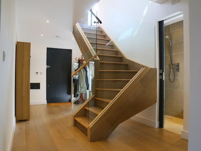 Эффектная лестница в современной стилистике