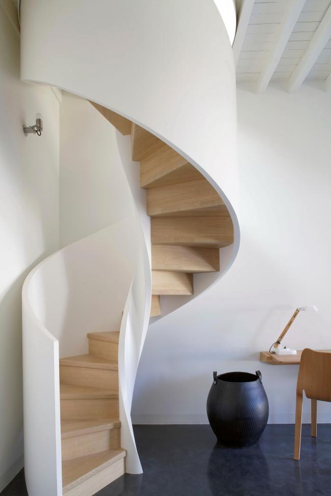 Высокие перила сделают использование лестницы более безопасным