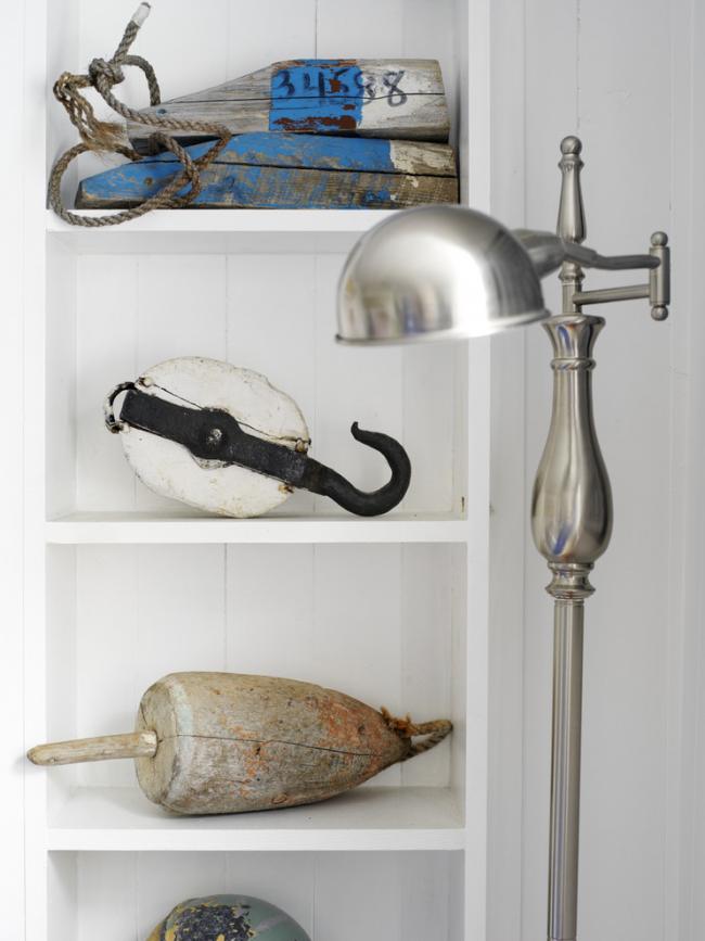 С морским стилем зачастую ассоциируются рыболовные и мореходные узнаваемые символы и предметы