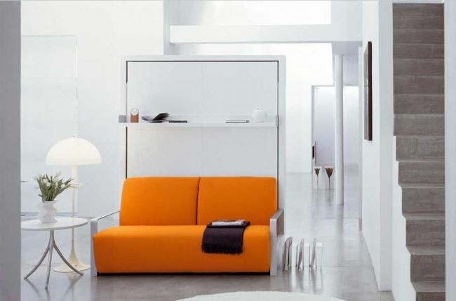 Акцентная мебель в белоснежном интерьере