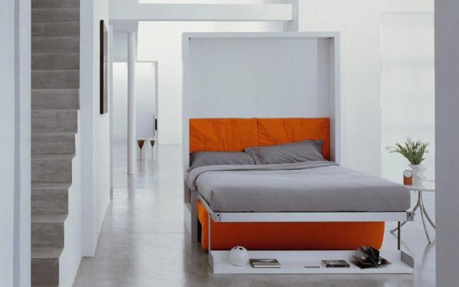 Дополнительное спальное обеспечит откидная кровать с диваном